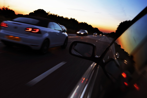 Overtaking「Cars on busy road at sunset」:スマホ壁紙(7)