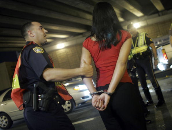 Arrest「Miami Police Erect DUI Checkpoints During Holiday Season」:写真・画像(6)[壁紙.com]