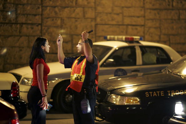 Drunk Driving「Miami Police Erect DUI Checkpoints During Holiday Season」:写真・画像(0)[壁紙.com]