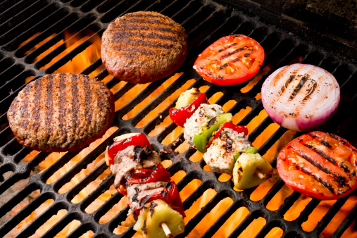 Char-Grilled「Chicken and Beef Shish Kebabs with Grilled Burger, Tomato, Onion」:スマホ壁紙(15)
