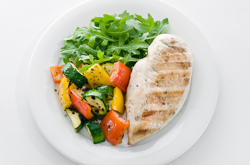 Arugula「Chicken and roasted veg with lettuce on white plate」:スマホ壁紙(11)