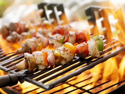 Char-Grilled「Chicken and Vegetable Kabobs on a Outdoor BBQ」:スマホ壁紙(6)