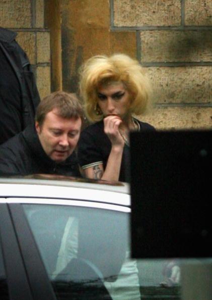 エイミー ワインハウス「Blake Fielder-Civil - Plea Hearing At Snaresbrook Crown Court」:写真・画像(15)[壁紙.com]