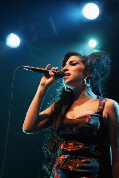 エイミー ワインハウス「Amy Winehouse Performs At Koko」:写真・画像(9)[壁紙.com]