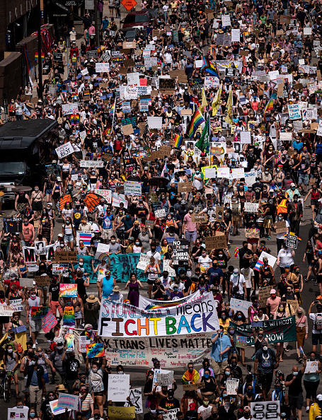 Vertical「Black Lives Matter/Pride March Winds Through The Twin Cities」:写真・画像(17)[壁紙.com]
