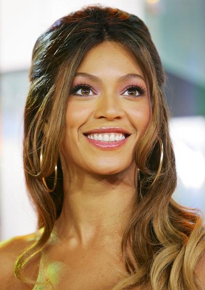 Pink Eyeshadow「MTV TRL With Beyonce」:写真・画像(3)[壁紙.com]
