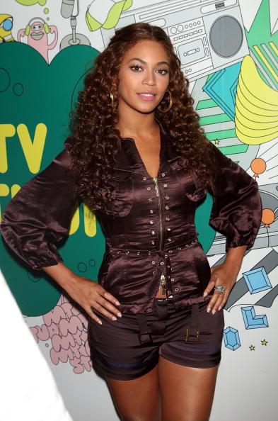 Blouse「MTV TRL Presents Beyonce, Anne Hathaway And Kat DeLuna」:写真・画像(17)[壁紙.com]