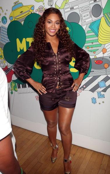 Black Shorts「MTV TRL Presents Beyonce, Anne Hathaway And Kat DeLuna」:写真・画像(13)[壁紙.com]