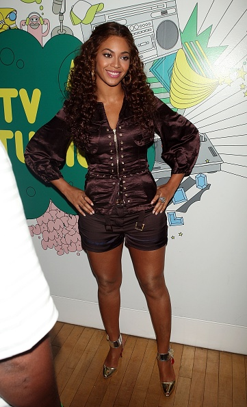 Black Shorts「MTV TRL Presents Beyonce, Anne Hathaway And Kat DeLuna」:写真・画像(16)[壁紙.com]