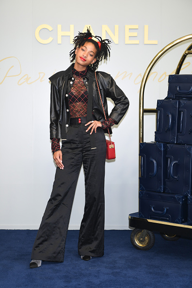 Fully Unbuttoned「CHANEL Metiers D'art Collection Paris Cosmopolite - Photocall」:写真・画像(13)[壁紙.com]