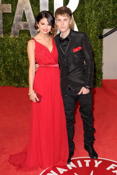 Selena Gomez「2011 Vanity Fair Oscar Party Hosted By Graydon Carter - Arrivals」:写真・画像(2)[壁紙.com]