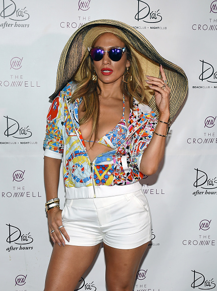 "Straw Hat「Jennifer Lopez Hosts ""Carnival Del Sol"" At Drai's Beach Club - Nightclub」:写真・画像(7)[壁紙.com]"