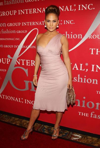 アシンメトリー服「Fashion Group International Presents The 25th Annual Night Of Stars」:写真・画像(0)[壁紙.com]