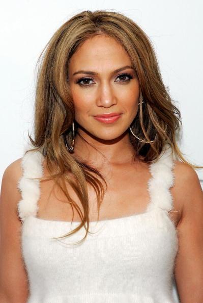 Square Neckline「MTV TRL With Jennifer Lopez」:写真・画像(0)[壁紙.com]