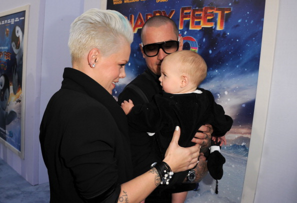 女性歌手「Premiere Of Warner Bros. Pictures' 'Happy Feet Two' - Red Carpet」:写真・画像(18)[壁紙.com]