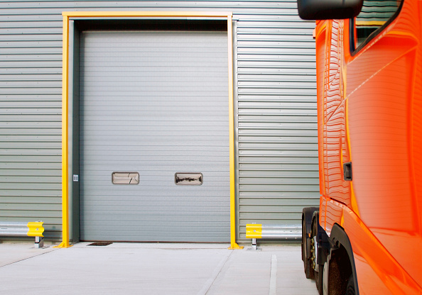 Door「Lorry parked outside warehouse」:写真・画像(6)[壁紙.com]