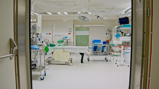 Healing「Automatic opening and closing of doors to the operating room in the hospital」:スマホ壁紙(1)