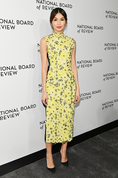 Looking Over「The National Board Of Review Annual Awards Gala - Arrivals」:写真・画像(13)[壁紙.com]