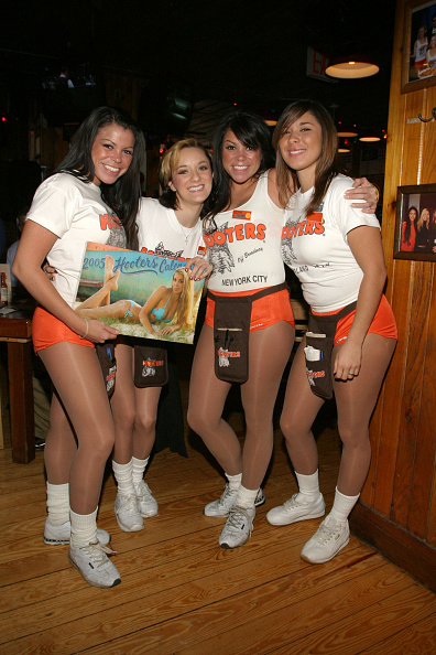 カレンダー「Hooters Girls Sign New Calendar」:写真・画像(16)[壁紙.com]
