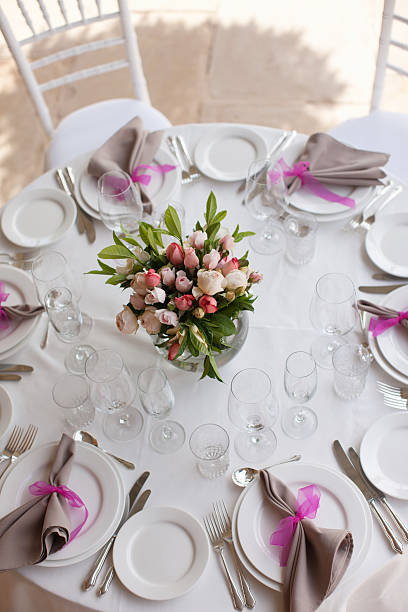 Place setting and centerpiece at wedding reception:スマホ壁紙(壁紙.com)