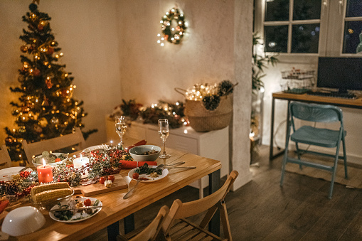 Serbia「Place setting with food and drinks for Christmas and new year celebration party」:スマホ壁紙(10)
