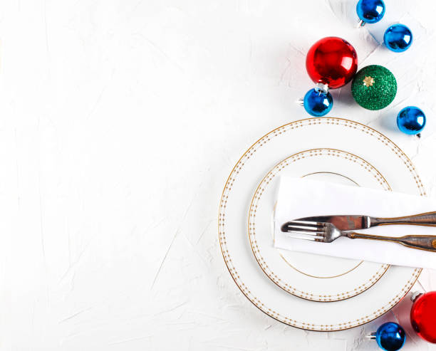 Place setting with Christmas baubles:スマホ壁紙(壁紙.com)