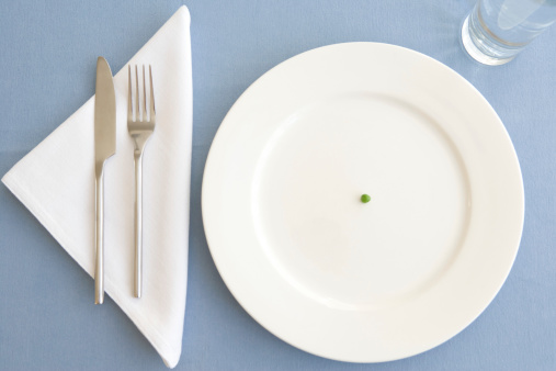 Napkin「Place setting with green pea in center of plate, overhead view」:スマホ壁紙(11)