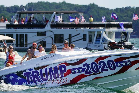 "Nautical Vessel「Pro-Trump ""Great American Boat Parade"" Held At Lake Lanier In Georgia」:写真・画像(2)[壁紙.com]"