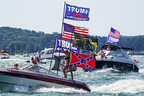 "Nautical Vessel「Pro-Trump ""Great American Boat Parade"" Held At Lake Lanier In Georgia」:写真・画像(3)[壁紙.com]"