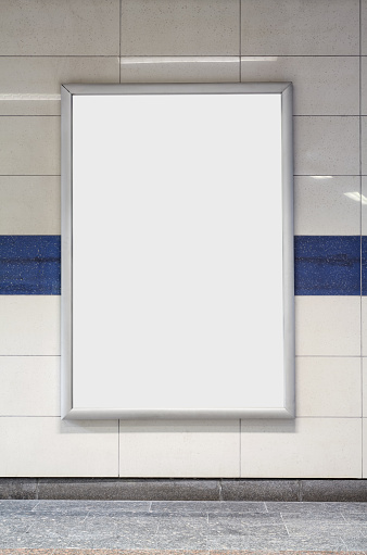 Placard「Blank billboard in a subway station wall.」:スマホ壁紙(15)
