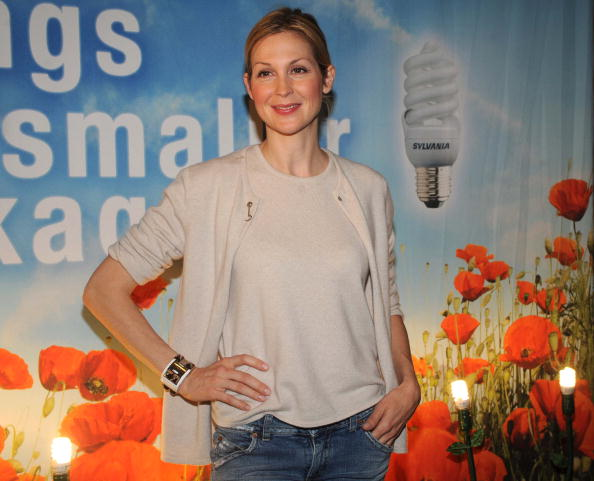 "Light Bulb「""Gossip Girl"" Star Kelly Rutherford Debuts Smallest CFL On Earth Day!」:写真・画像(17)[壁紙.com]"