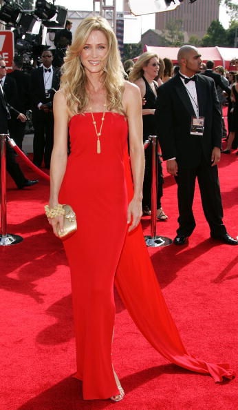 Clutch Bag「57th Annual Emmy Awards - Arrivals」:写真・画像(10)[壁紙.com]