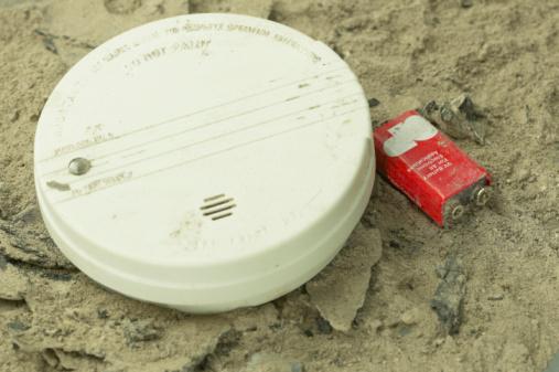 Smoke Detector「Smoke detector in ashes」:スマホ壁紙(16)