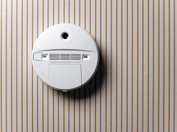 smoke detector and carbon monoxide alarm mounted on wall:スマホ壁紙(壁紙.com)