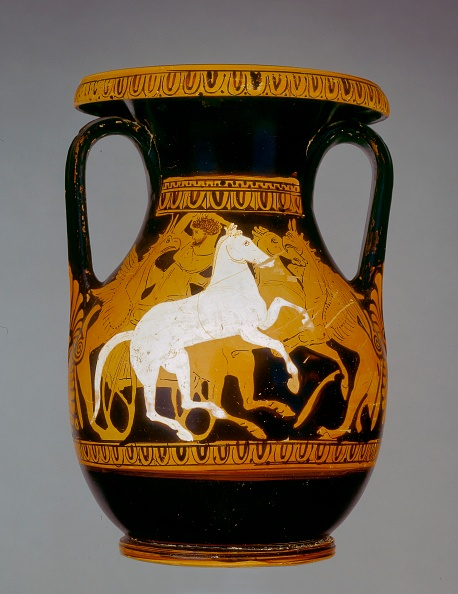 Red-Figure Ceramics「Attic Red-Figure Pelike Showing A Charioteer Attacked By A Pair Of Griffins」:写真・画像(8)[壁紙.com]