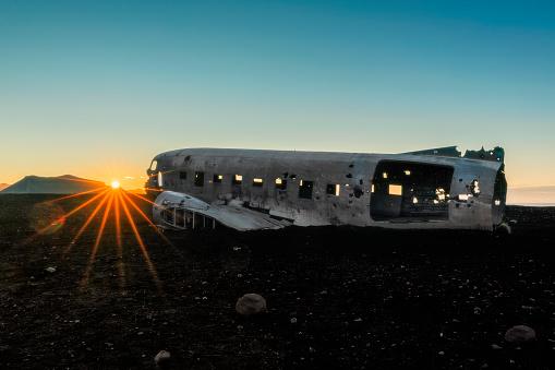 cloud「日の出 - Solheimasandur アイスランドの飛行機事故」:スマホ壁紙(15)