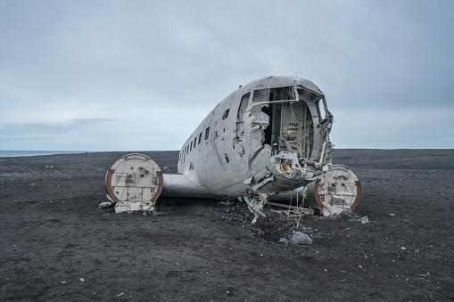 Airplane Crash「Airplane wreck on beach Iceland against dramatic sky, DC3 navy plane」:スマホ壁紙(12)