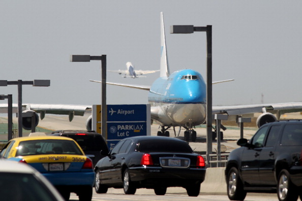 LAX Airport「Flight Delays Feared As Sequester Forces Air Traffic Controller Furloughs」:写真・画像(14)[壁紙.com]