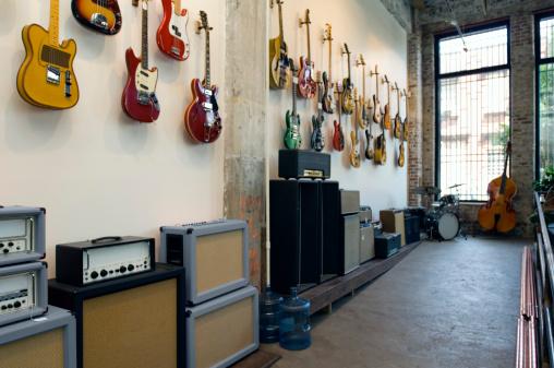Guitar「Guitars in music store」:スマホ壁紙(17)