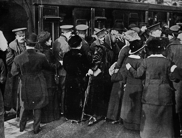 Railroad Car「Back To The Trenches From Victoria Station London 1915」:写真・画像(19)[壁紙.com]
