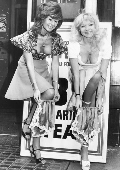 Lingerie「Sally Farmiloe And Linda Regan」:写真・画像(11)[壁紙.com]