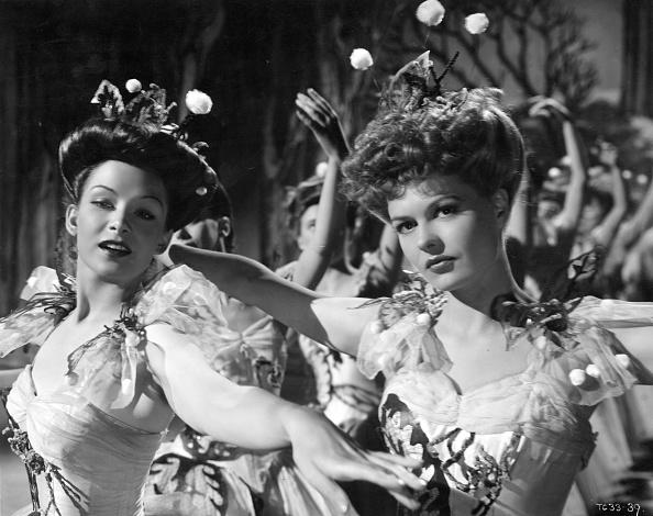 Edwardian Style「Carnival Girls」:写真・画像(8)[壁紙.com]