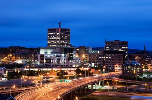 St「Canada, New Brunswick, St John, Illuminated overcrossing in city at dusk」:スマホ壁紙(17)