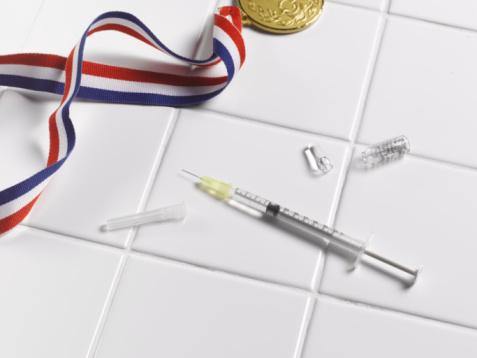 世界のスポーツイベント「. Medal and syringe on tiled floor」:スマホ壁紙(12)