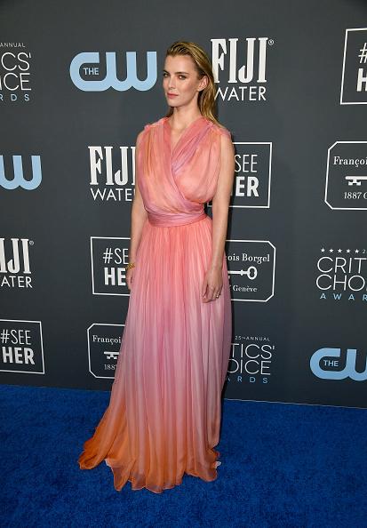 Betty Gilpin「25th Annual Critics' Choice Awards - Arrivals」:写真・画像(4)[壁紙.com]