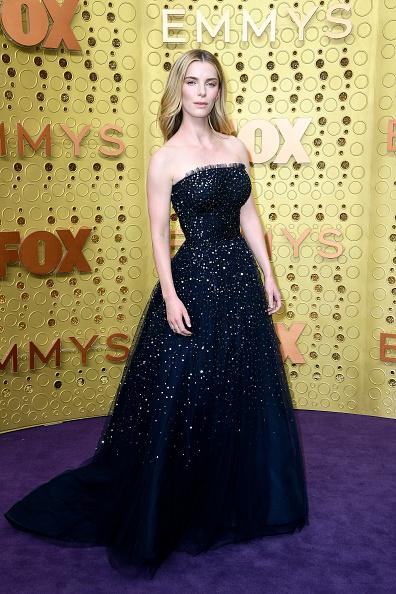 Betty Gilpin「71st Emmy Awards - Arrivals」:写真・画像(12)[壁紙.com]