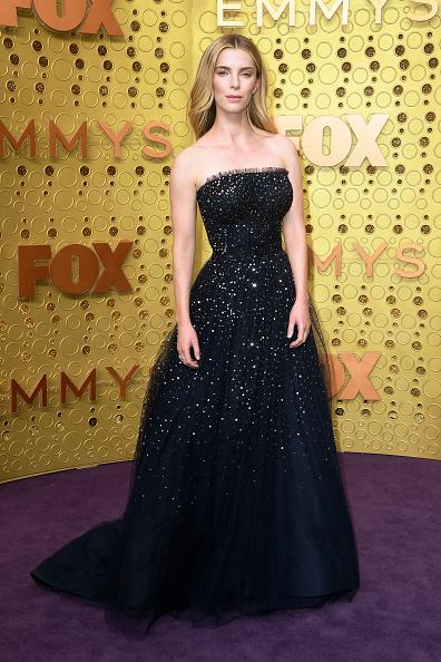 Betty Gilpin「71st Emmy Awards - Arrivals」:写真・画像(0)[壁紙.com]