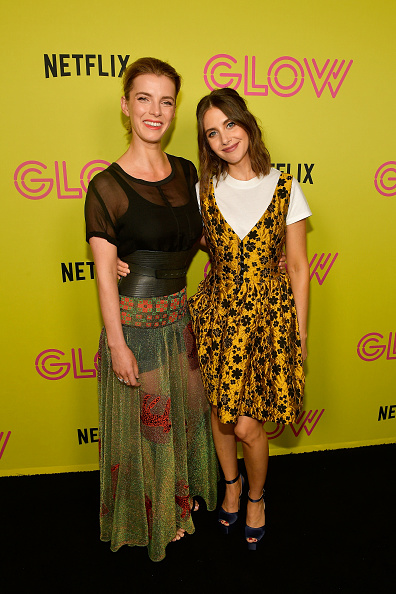 "Round Neckline「Netflix's ""Glow"" Celebrates Its 10 Emmy Nominations With Roller-Skating Event」:写真・画像(14)[壁紙.com]"