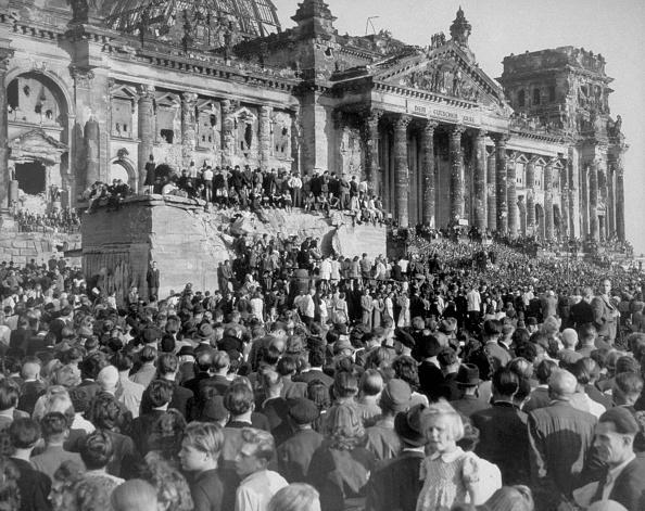 The Reichstag「Mass Demonstration」:写真・画像(13)[壁紙.com]