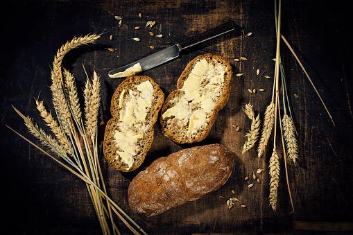 Brown Bread「Buttered bread and ear of wheat on dark wood」:スマホ壁紙(3)
